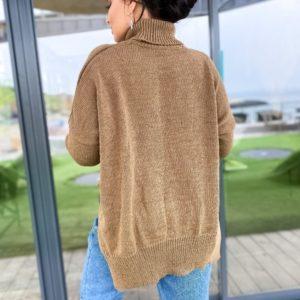 Приобрести свитер оверсайз под горло с разрезами по бокам бежевого цвета (размер 42-56) дешево