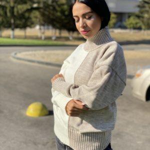 Купить бежевый женский свитер двух цветов под горло с шерстью (размер 42-48) онлайн