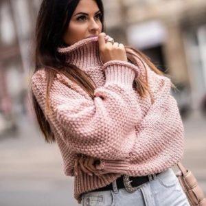 Купить пудра женский объемный свитер с горлом крупной вязки на осень по скидке