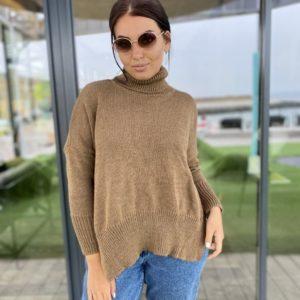 Купить женский свитер беж оверсайз под горло с разрезами по бокам (размер 42-56) онлайн