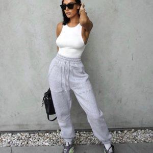 Заказать серого цвета Штаны из трехнитки с накладными карманами (размер 42-52) для женщин по низким ценам на осень