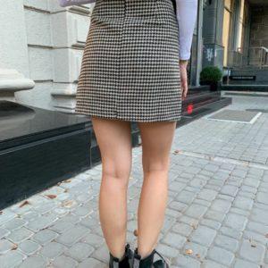 Купити онлайн беж спідницю з твіду з лаковими кишенями для жінок