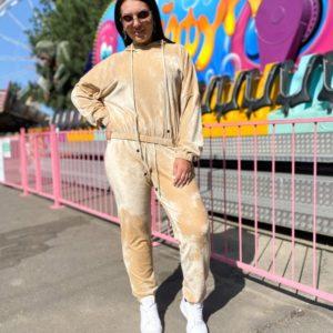 Заказать беж женский спортивный костюм из велюра оверсайз (размер 42-56) онлайн