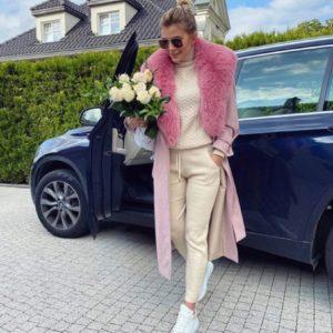 Купить женский на осень прогулочный костюм вязка со свитером молочного цвета недорого