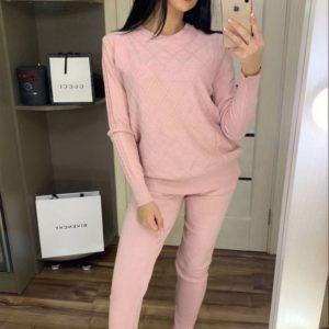 Купить на осень женский вязаный костюм из трикотажа со свитером розовый по скидке