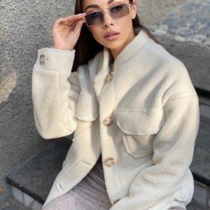 Заказать молоко куртку для женщин из эко-меха с накладными карманами онлайн