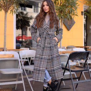 Купить черно-белое женское демисезонное пальто оверсайз в клетку с поясом недорого