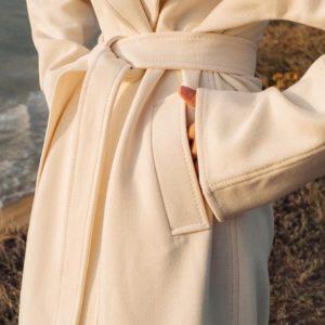 Заказать молочное пальто для женщин халат с поясом и отложным воротником онлайн