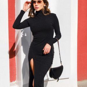 Заказать черное женское трикотажное силуэтное платье миди с разрезом онлайн