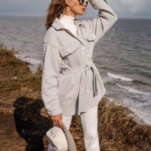 Заказать серую плотную рубашку объемного кроя с поясом для женщин по скидке