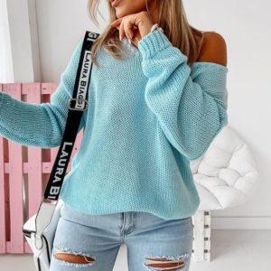 Заказать женский свитер голубой оверсайз со спущенной линией плеча по скидке