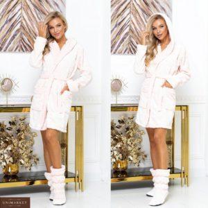 Придбати білий недорого халат з чобітками з пухнастої махорки (розмір 42-52) для жінок