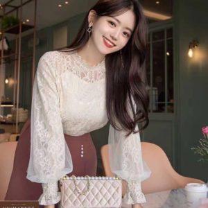 Заказать кружевную белую блузку с объемными длинными рукавами для женщин по скидке
