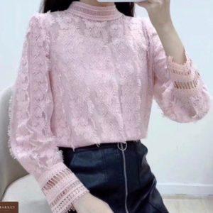Приобрести женскую закрытую блузку с гипюром пудра недорого
