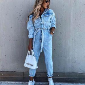 Заказать голубой джинсовый женский комбинезон с карманами и поясом онлайн