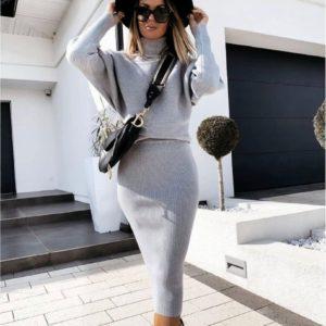 Замовити сірий костюм жіночий з рукавами летюча миша з спідницею міді онлайн