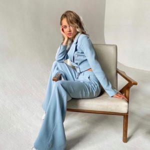 Замовити кольору джинс блакитного костюм з укороченим жакетом і широкими брюками в інтернеті для жінок