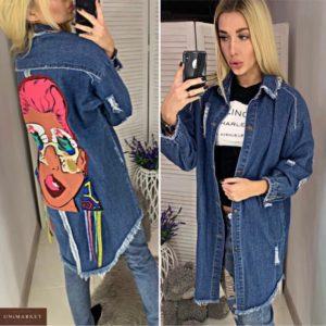 Купити синю подовжену жіночу джинсову куртку з принтом на спині (розмір 44-48) онлайн