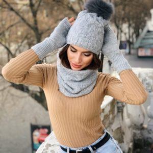 Придбати сірий жіночий набір: рукавички, хомут і шапка з помпоном на зиму по знижці