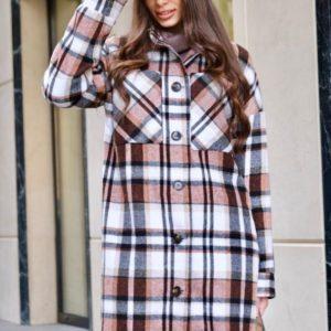 Замовити жіноче довге коричневе пальто в клітку на ґудзиках дешево
