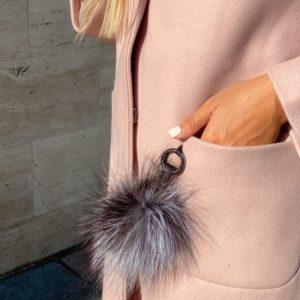 Приобрести женское пальто оверсайз из кашемира пудра с капюшоном по скидке