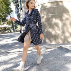 Купить недорого женское твидовое пальто на одну пуговицу с поясом синего цвета на осень