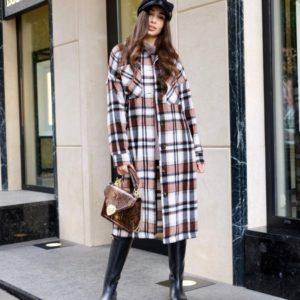 Купить по скидке коричневое длинное пальто в клетку на пуговицах для женщин