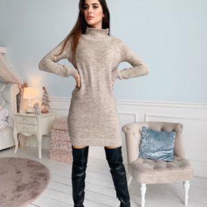 Заказать женское бежевое теплое вязаное платье с воротником-стойкой недорого