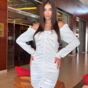 Замовити біле жіноче шовкове плаття зі складанням і відкритими плечима на свято онлайн