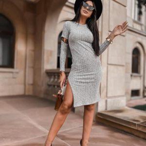 Купить в интернете женское трикотажное платье рубчик с разрезами серое на осень