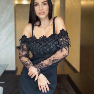 Купити на свято чорне елегантне плаття з ажурним мереживом і відкритими плечима для жінок дешево
