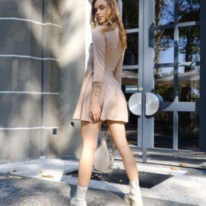 Приобрести женское трикотажное платье гольф с юбкой солнце бежевое онлайн