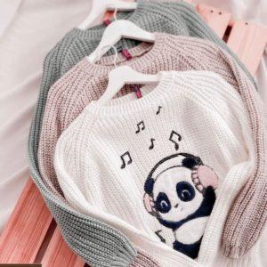 Замовити білий, сірий, пудра в'язаний светр жіночий з принтом панда в навушниках онлайн
