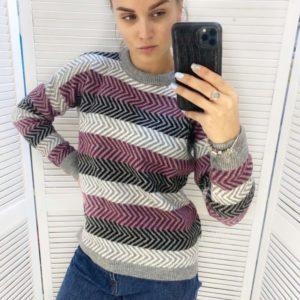 Заказать онлайн женский разноцветный вязаный свитер в полоску светло-серый