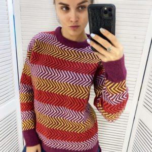 Купить сиреневый разноцветный вязаный женский свитер в полоску недорого