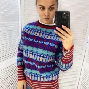 Придбати різнокольоровий светр на зиму з яскравими візерунками по акції