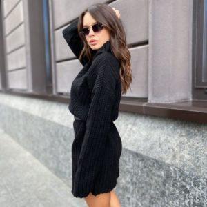Заказать по скидке вязаную тунику с воротником-стойкой черного цвета женскую
