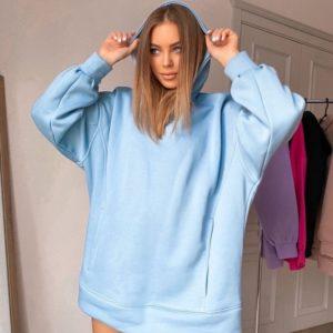 Купить голубого цвета женское оversize худи на флисе с карманами в интернете