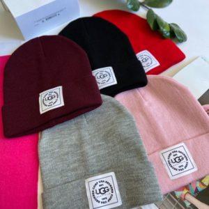 Замовити жіночу осінню шапку з емблемою Ugg червону, чорну, сіру, бордо, пудра в інтернеті