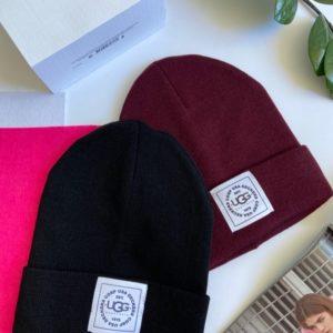 Придбати чорну, бордо для жінок осінню шапку з емблемою Ugg онлайн
