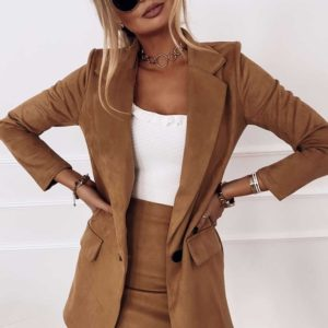 Заказать цвета кэмел замшевый женский костюм: удлиненный пиджак+юбка онлайн