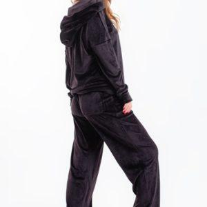Заказать черный женский велюровый костюм с капюшоном и широкими штанами онлайн