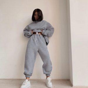 Приобрести выгодно серый костюм oversize на флисе свободного кроя (размер 42-52) для женщин