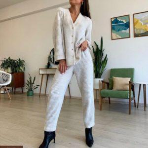 Купити бежевого кольору в'язаний костюм гусяча лапка з прямими штанами жіночий недорого