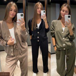 Замовити жіночий чорний, мокко, хакі теплий трикотажний костюм з кофтою на ґудзиках для жінок по знижці