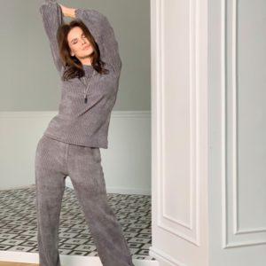 Купити сірий в'язаний костюм для жінок з об'ємними рукавами за низькими цінами