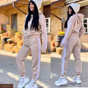 Заказать бежевый спортивный костюм для женщин на флисе с лампасами (размер 42-48) онлайн