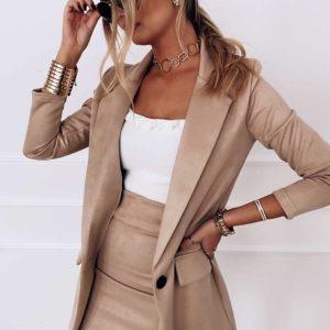 Приобрести бежевого цвета замшевый костюм: удлиненный пиджак+юбка женский выгодно