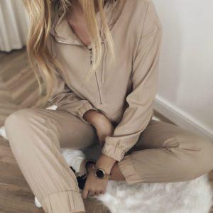 Приобрести женский Однотонный прогулочный костюм с карманами онлайн бежевого цвета
