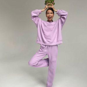 Придбати ліловий спортивний костюм на флісі з широкими штанами (розмір 42-50) для жінок за низькими цінами